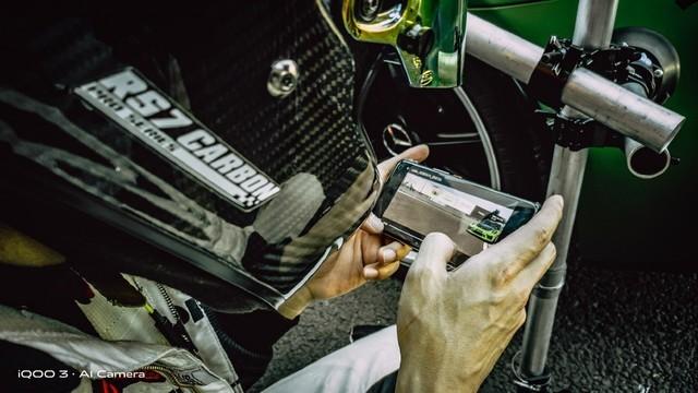 赛车与手机的速度碰撞 用iQOO 3记录iQOO 3拍摄的背后