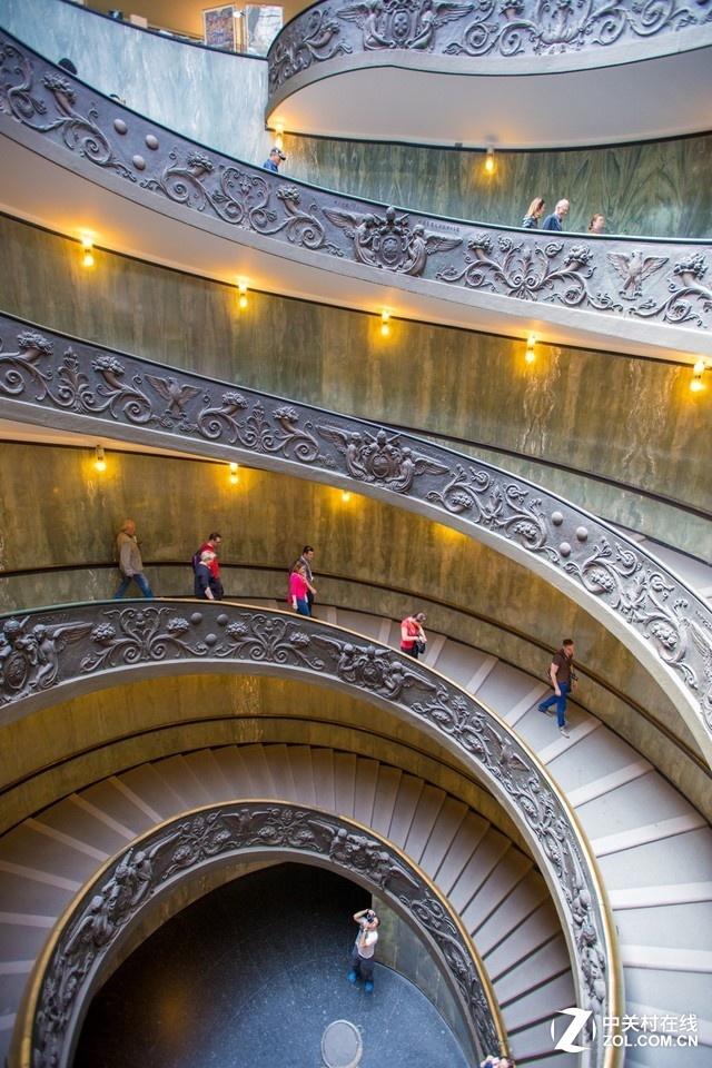 大C游世界 梵蒂冈博物馆超酷旋转阶梯
